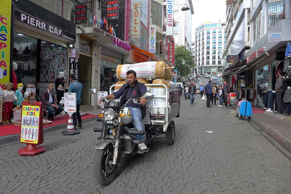 Таджикские трудовые мигранты вместо России едут в Турцию