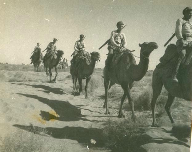 Солдаты Красной армии на верблюдах, 1920-е годы (Мультимедиа Арт Музей, Москва)
