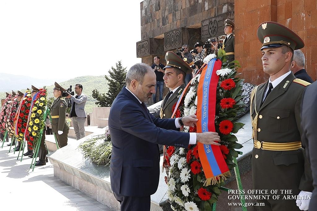 Премьер-министр Армении Никол Пашинян на церемонии в честь Дня победы в Нагорном Карабахе в этом году. (Фото: Primeminister.am)