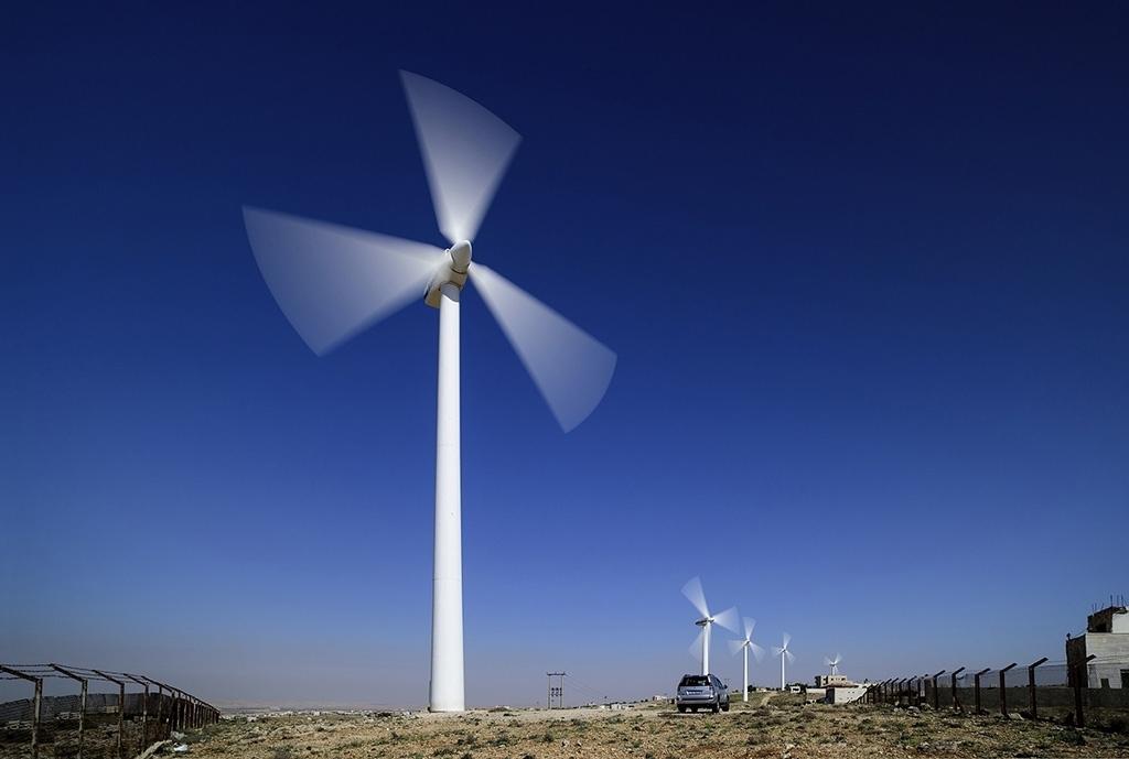 Ветряные турбины в Иордании, установленные саудовской компанией ACWA, которая сейчас строит ветряную электростанцию на азербайджанском побережье Каспийского моря. (Фото: ACWA)